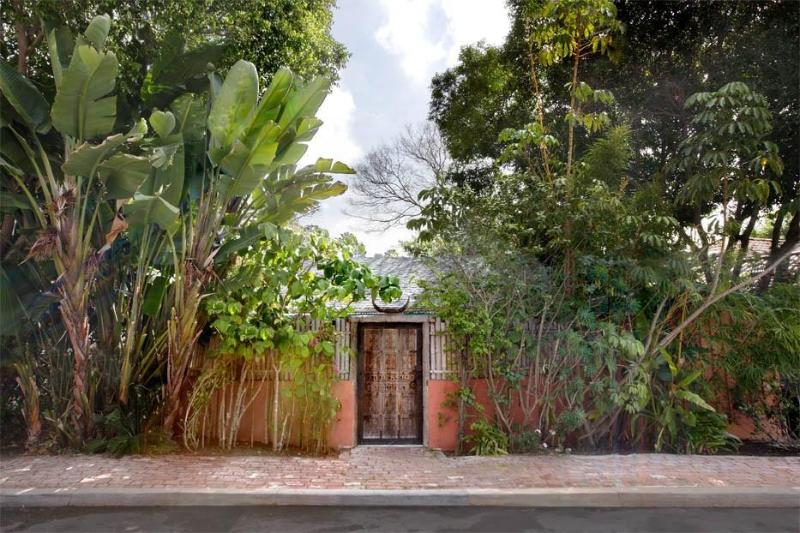 Front of house - Exotic Hollywood Hills Studio in  Tropical Setting - Hollywood - rentals