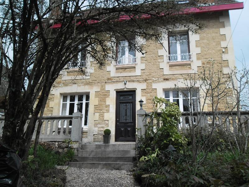 Front elevation detached period property  - CENTRAL SARLAT, 3 Bed,  Pool, Parking, Free WIFI - Sarlat-La-Caneda - rentals