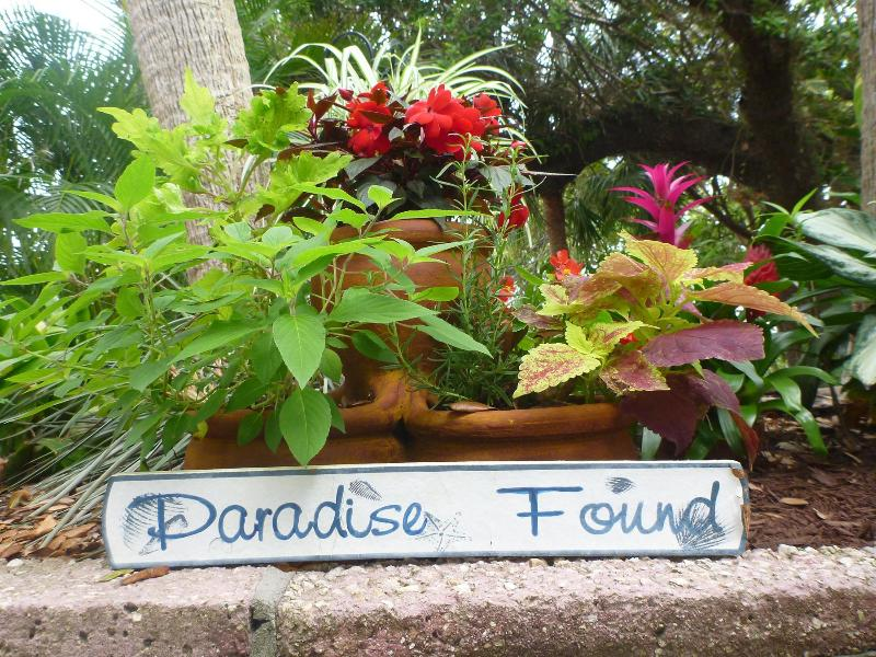 A tropical paradise starts at your front door. Nestled along the banks of the Jupiter River. - Tropical River Cottage Walk to Beach! Key Location - Jupiter - rentals