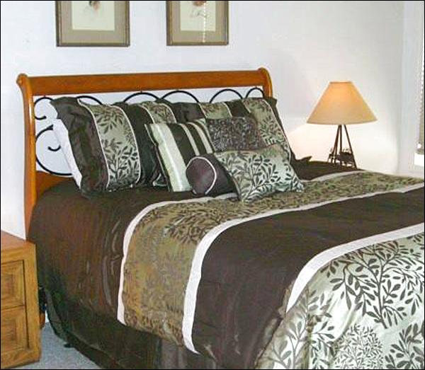 Queen Bed in the Bedroom - Affordable, Quality Accommodations - All the Comforts of Home (1312) - Crested Butte - rentals