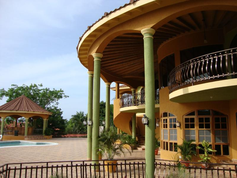 PARADISE PM - 102687 - INCREDIBLE | LUXURY | 10 BED GUESTHOUSE - MONTEGO BAY - Image 1 - Montego Bay - rentals