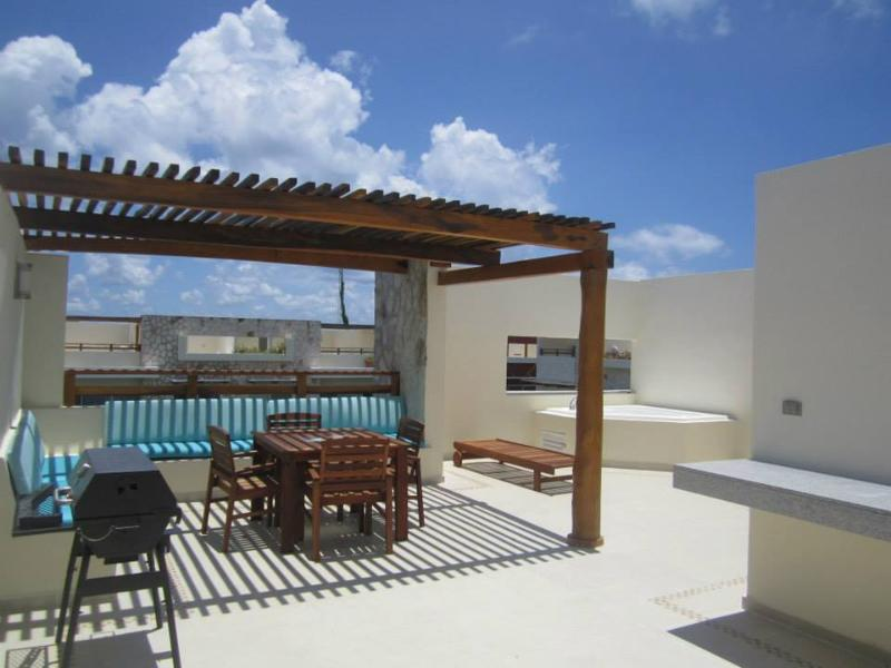 Beautiful Penthouse with private and spacious roof top! - Image 1 - Playa del Carmen - rentals