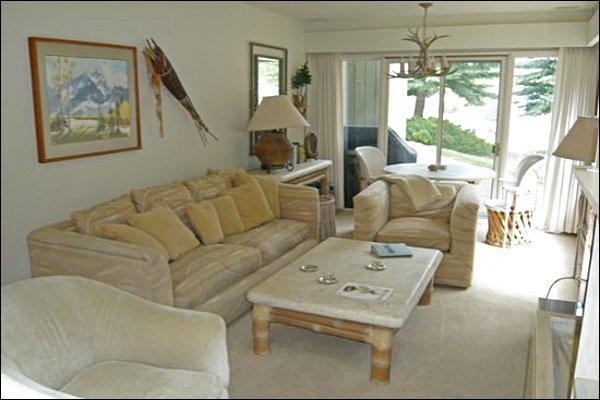 Living Room with Fireplace - Minutes to River Run Lifts - Tranquil River Views (1050) - Ketchum - rentals