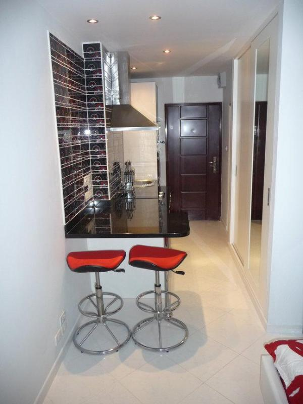 View on entrance door and kitchen - V.I.P. Condominium for rent, cheaper than a Hotel - Pattaya - rentals