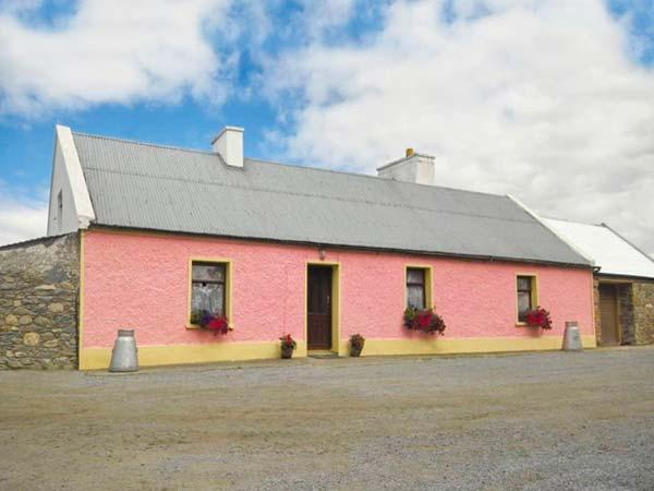 THE BRAMBLES FARM COTTAGE, detached cottage, open fire, farm location, in Farranfore Ref 22443 - Image 1 - Northern Ireland - rentals