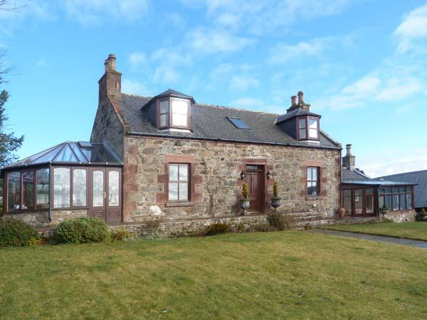 SILVERSTRIPE COTTAGE, detached property, open fire, woodburner, sun room, conservatory, enclosed gardens, near Turriff, Ref 22796 - Image 1 - Turriff - rentals