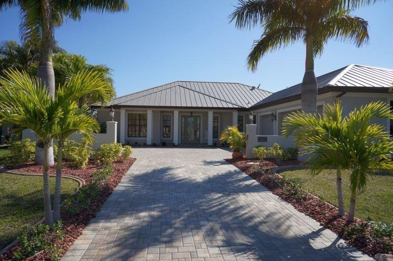 Tropical Retreat - Cape Coral 3b/3,5ba luxury home w/electric heated pool/spa, gulf access canal, Fire Place electric outside and inside, 2nd Master Suite, HSW Internet, Boat Dock w/Lift, - Image 1 - Cape Coral - rentals