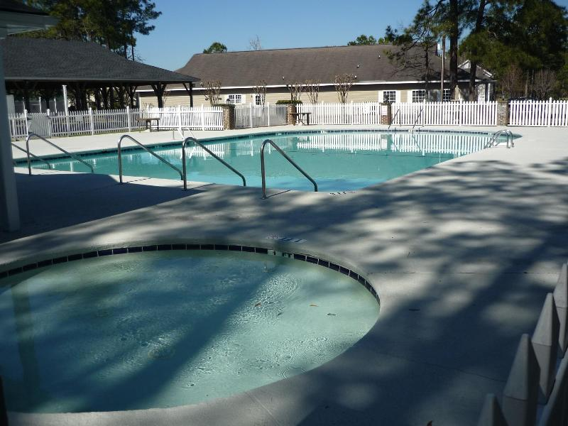 swimming pool open 21 march until end september - MYRTLE BEACH 2 BED GOLF COURT 6 MILES TO BEACH, SEE DEAL FOR GOLFERS, FREE WIFI - Myrtle Beach - rentals