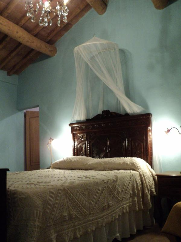 Double bedroom with beautiful carved antique bed, new mattress ! - Casa di Caterina:  Welcoming Family Home Near Lake - Castiglione Del Lago - rentals