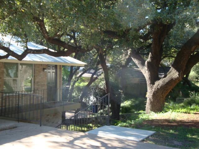 Cute duplex nestled in a quite neighbord with wonderful oak trees - Super clean, new remodel Two Bedroom, walk to SoCo - Austin - rentals