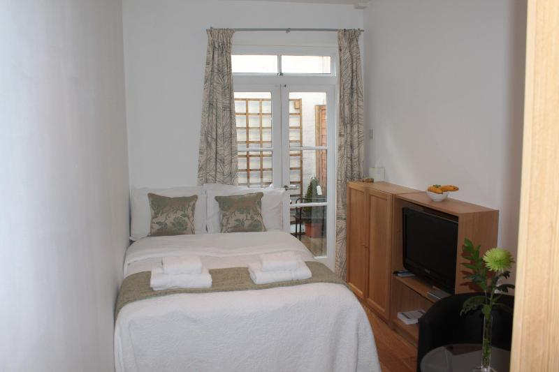 Patio Studio - Image 1 - London - rentals