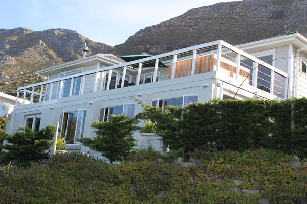 Rocklands House, Beach –Front Holiday Home - Image 1 - Simon's Town - rentals