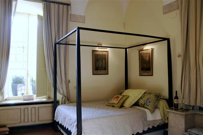 In Rome's Historic Center near Piazza Navona, Romantic Renaissance Apartment in Historic Roman Palazzo - Image 1 - Rome - rentals