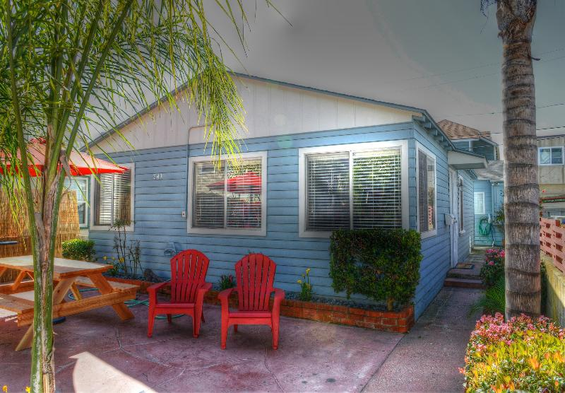 THE BLUE HOUSE - SPECIAL RATES!  -  MODERN BEACH HOUSE WITH PARKING - Mission Beach - rentals