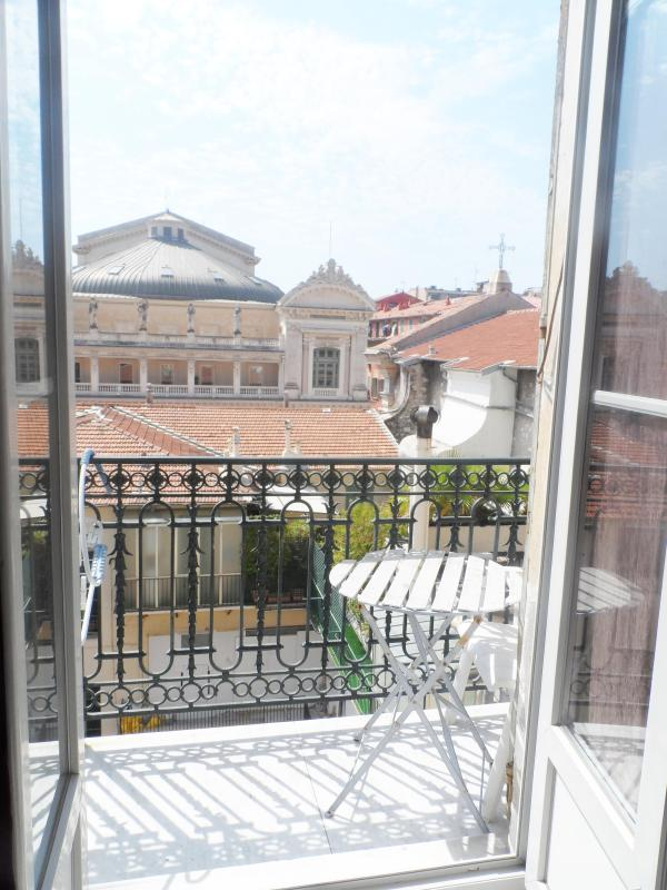 Mezzanine in the Old Nice, 100 mt from the seaside - Image 1 - Nice - rentals
