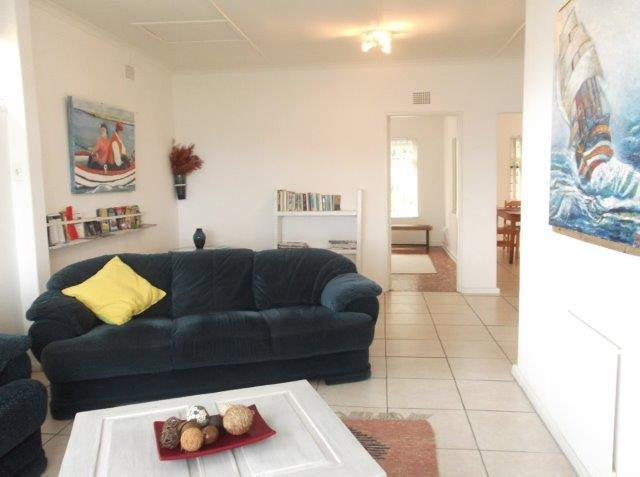 The living room has a beautiful view over the Lagoon - Agnar Cottage - Knysna - rentals