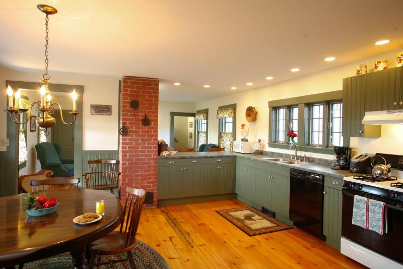 Sunnyside Farmhouse Kitchen - 3 BDR Farmhouse on Tranquil 105 acre Organic Farm - Walpole - rentals