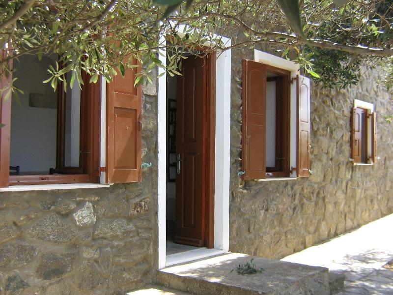 view of the apartment and its 3 main windows - Apartment with garden and sea views - Mykonos - rentals