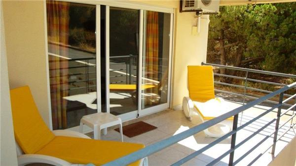 Apartment for 4 persons, with swimming pool , near the beach in Olhos de Água - Image 1 - Albufeira - rentals