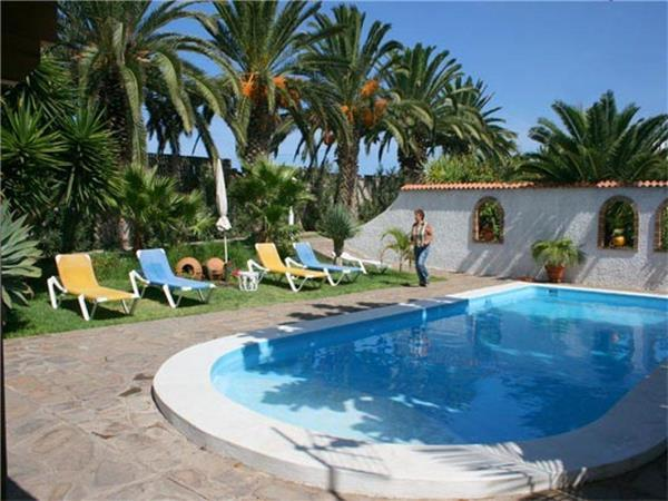 Apartment for 3 persons, with swimming pool , near the beach in Buenavista del Norte - Image 1 - Buenavista - rentals