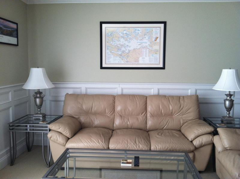 LivingRoom - Paugus Bay One bedroom Deluxe with Beautiful view and sunsets of lake winnipesaukee - Gilford - rentals