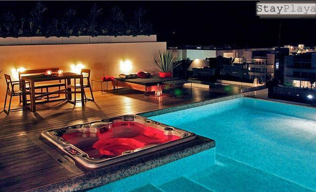 Roof Top common area swimming pool, hot tub and el fresco dining   - Luxury for 5- Roof Pool & Hot Tub - walk 2 beach - Playa del Carmen - rentals