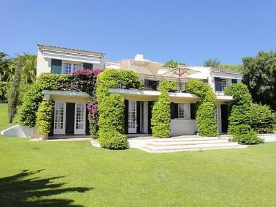 Large Villa with Pool, Terrace and Great Amenities - Image 1 - Grimaud - rentals