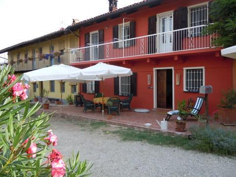 Ca Momplin III and Front Yard Patio - CA MOMPLIN III - FARMHOUSE IN LANGHE AND ROERO ( Pool at Exclusive Country Club) - Canale - rentals