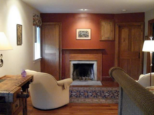The sitting area - The Smith Farm Homestead - Alford - rentals
