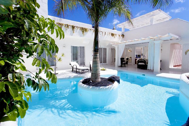 Pool Area with Garden - Premier Garden Villa in Bahiazul Villas & Club - Corralejo - rentals