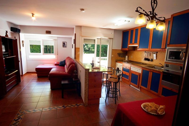 26 m² Sitting room and kitchen with a balcony - Basque Country: 115 m² flat, 5 min. walk to beach - Deba - rentals