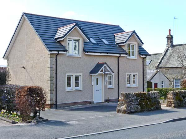 ADDIEWELL, French doors to patio, close to shop and pub, Sanquhar, Ref 20859 - Image 1 - Sanquhar - rentals