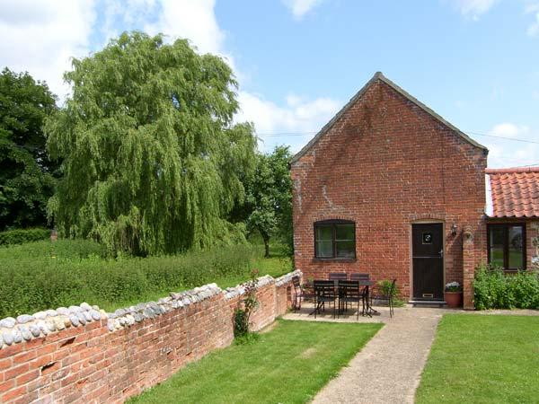 SWEET BRIAR BARN barn conversion, country location in Coltishall Ref 24423 - Image 1 - Coltishall - rentals