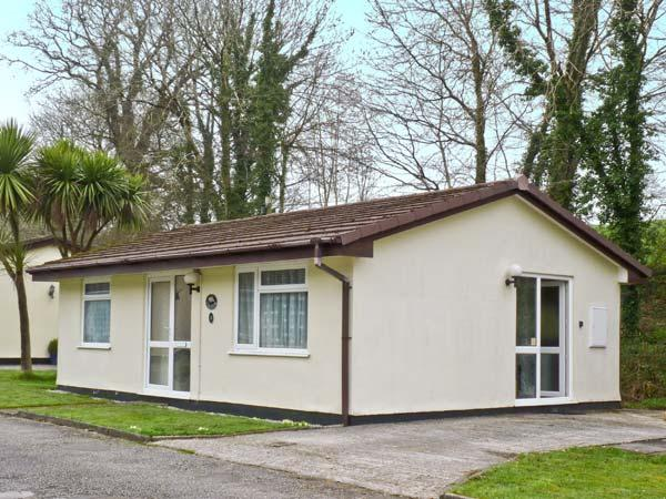 3 ROSECRADDOC LODGE WiFi, on-site fishing, great family cottage, near Liskeard Ref 25265 - Image 1 - Liskeard - rentals