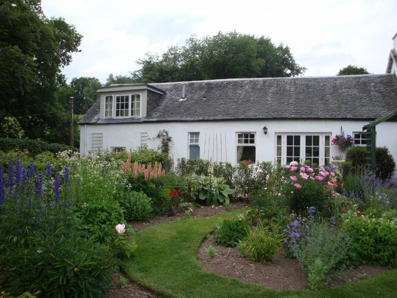 Summer garden - Allen Cottage - Loch Lomond and The Trossachs National Park - rentals