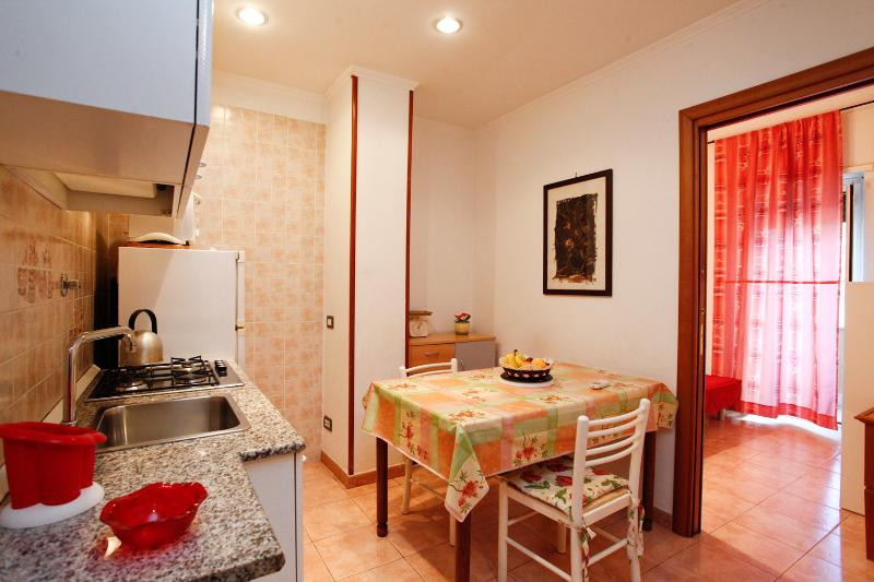 Duplex Trastevere with balcony up to 6 pax - Image 1 - Rome - rentals