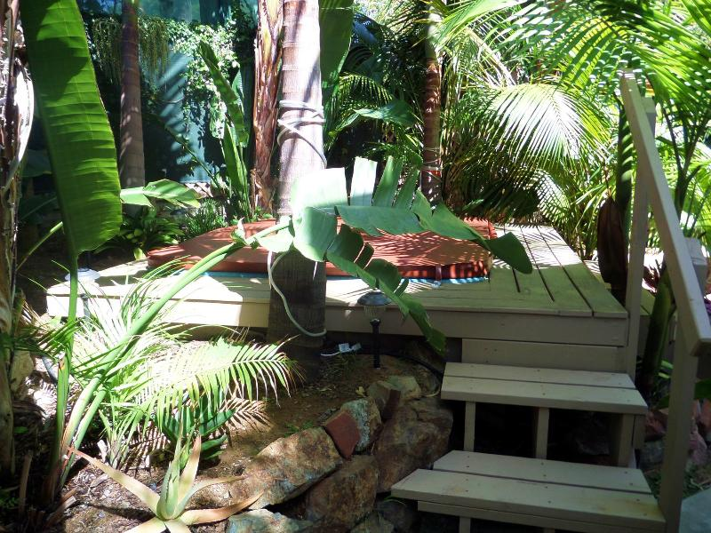 Your steps to the jacuzzi from the walkway - 133 Ocean breezes, jacuzzi, Moonlight Beach - Encinitas - rentals