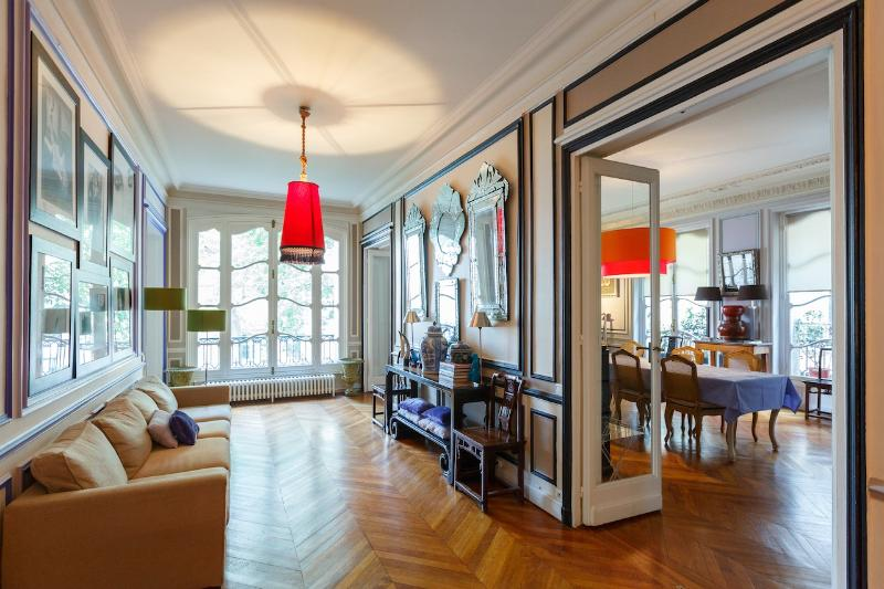 *Luxurious 4 bedroom apartment by Arc de Triomphe* - Image 1 - 17th Arrondissement Batignolles-Monceau - rentals