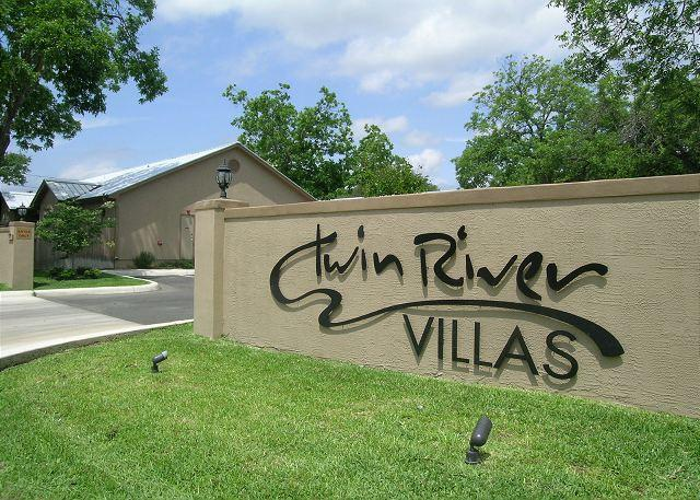"Twin River Villas Entrance - Family lodging near Schlitterbahn, Downtown, and the  Brook"" - New Braunfels - rentals"
