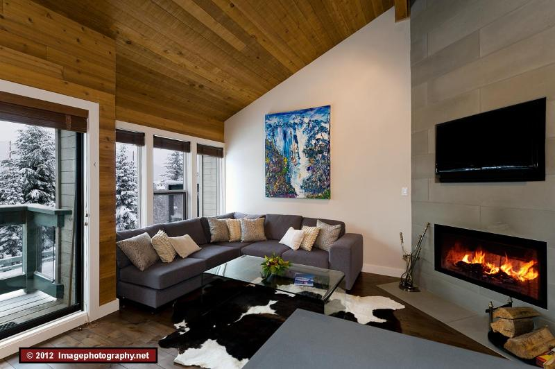 Living room  - Telemark 25 - 4 bedroom, 2 mins from village/lifts - Whistler - rentals