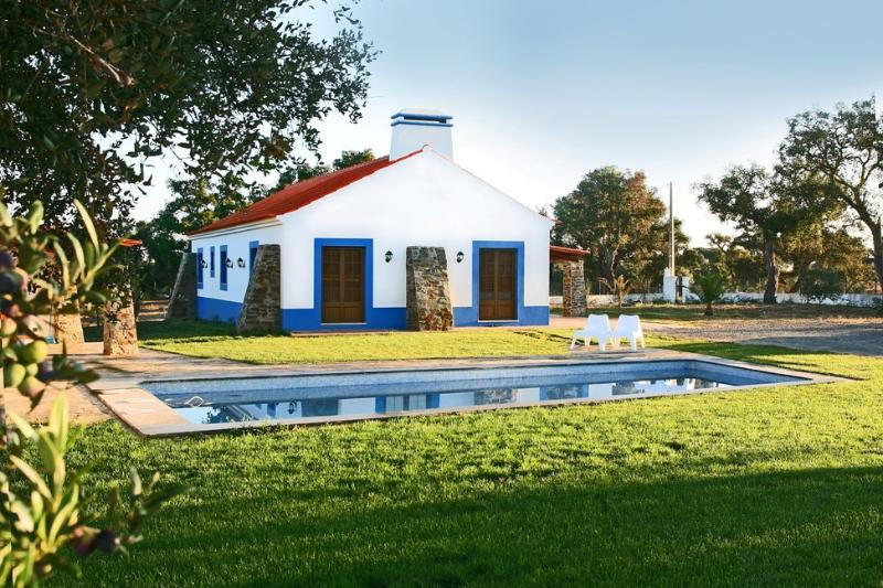 Cottage with Swimming Pool at the Alentejo Coast - Image 1 - Santiago do Cacem - rentals