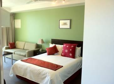 Studio - Cairns....overlooking the buzzing esplanade,  with splendid water and city views. - Cairns - rentals