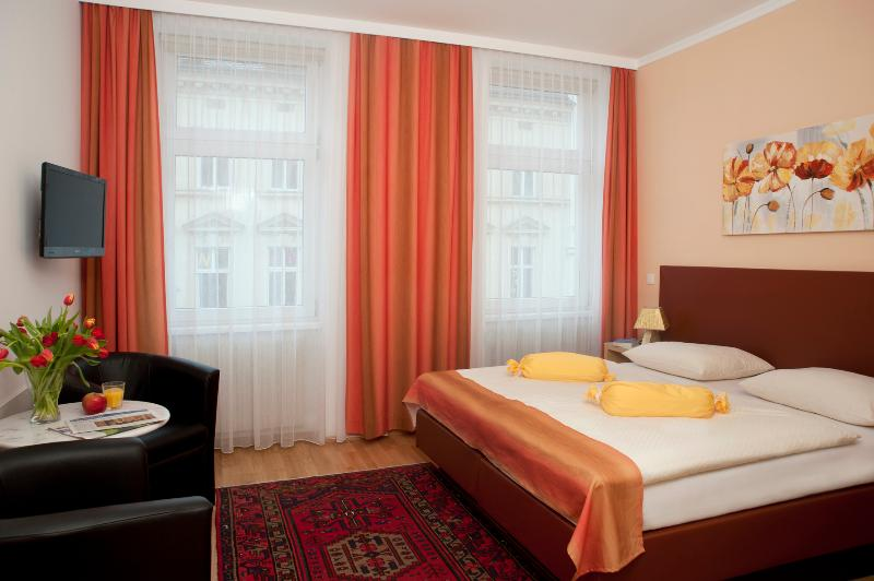 Bedroom with variant double bed - Comfortable small flat Ap6 - Vienna - rentals