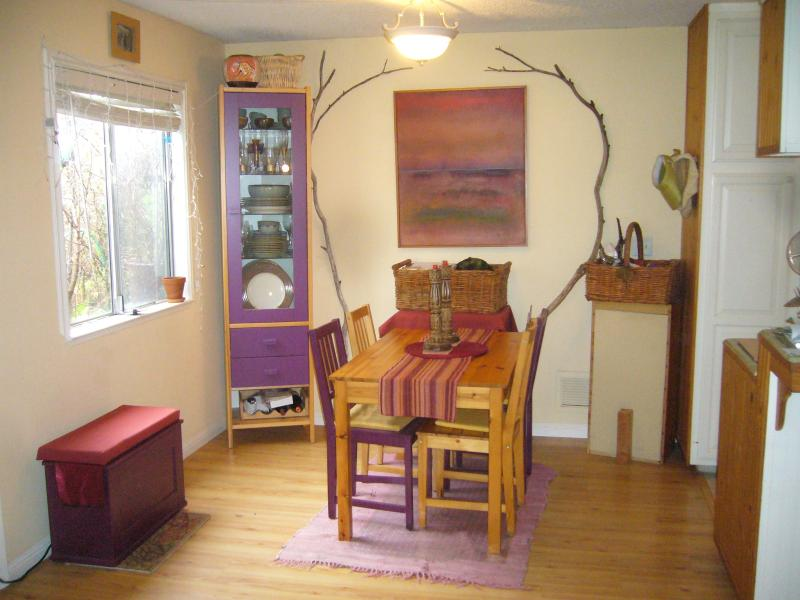 Dining Room - Cozy Condo Walk Everywhere in CA Coast Gatewy Town - Capitola - rentals