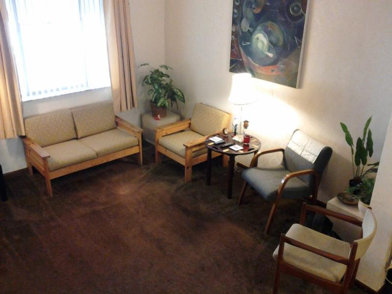 Living room with bay window on quiet street - 3BR HOUSE NEAR BROAD ST. SUBWAY FREE UTIL & WIFI - Philadelphia - rentals