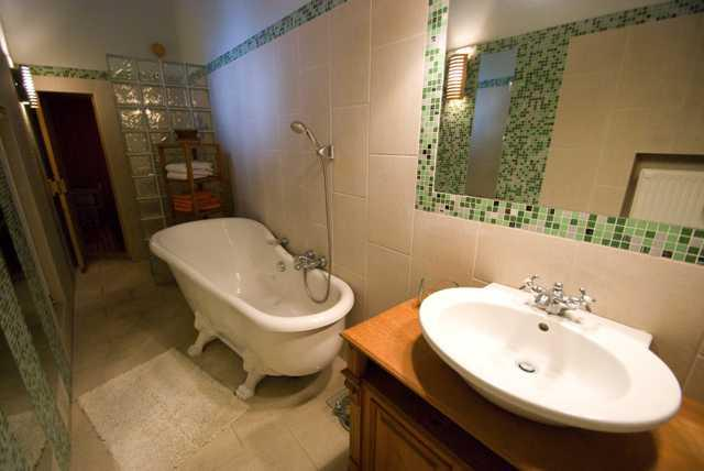 Bathroom with shower and tub - Andrássy Avenue 2BR /w Sauna+Parking - Budapestay - Budapest - rentals