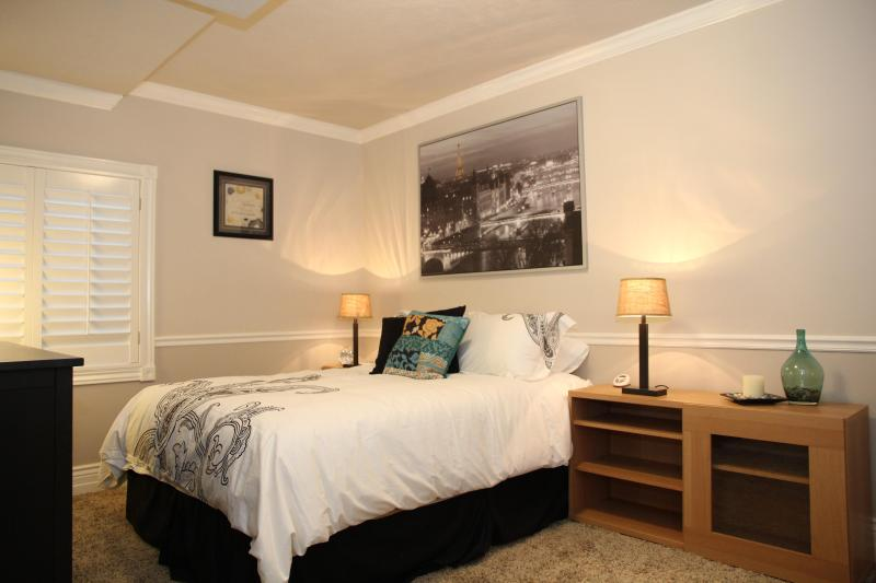 The Bedroom with One Queen bed, optional single bed (both real), desk area, HDTV w/ Dish network  - A New Level of Relaxation in Layton - Layton - rentals