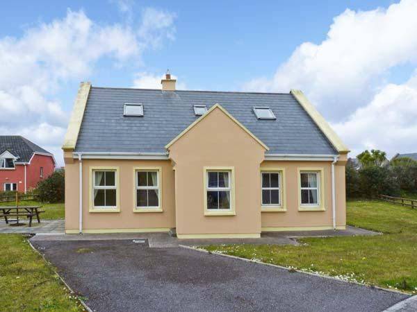 8 ATLANTIC VIEW, solid fuel stove, off road parking, communal green, in Waterville, Ref 24837 - Image 1 - Waterville - rentals
