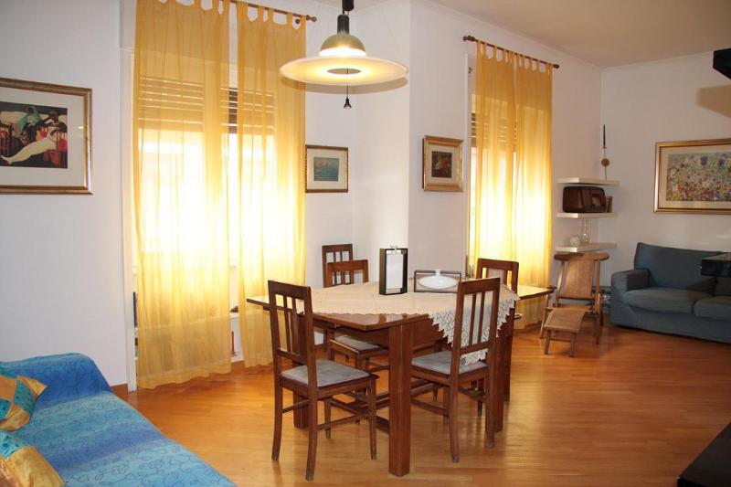 Nice apartment close with the center :) - Image 1 - Rome - rentals