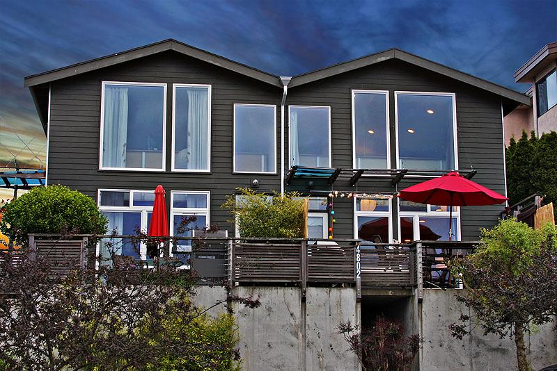 townhouse on the right-now tan umbrella - Urban LOft Style Townhome - Seattle - rentals